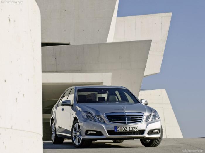 Mercedes-Benz-E-Class_2010_800x600_wallpaper_1d