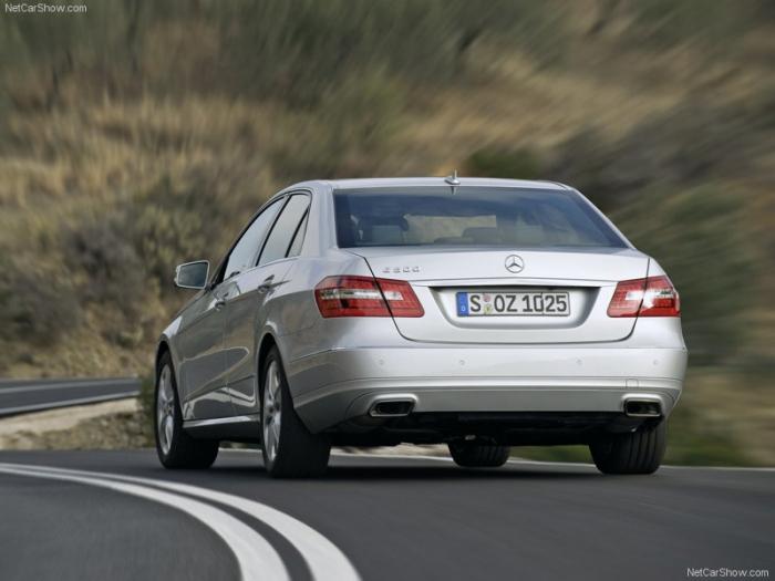 Mercedes-Benz-E-Class_2010_800x600_wallpaper_54
