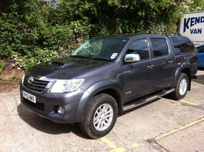 Toyota Hilux Crew cab with Truckman top
